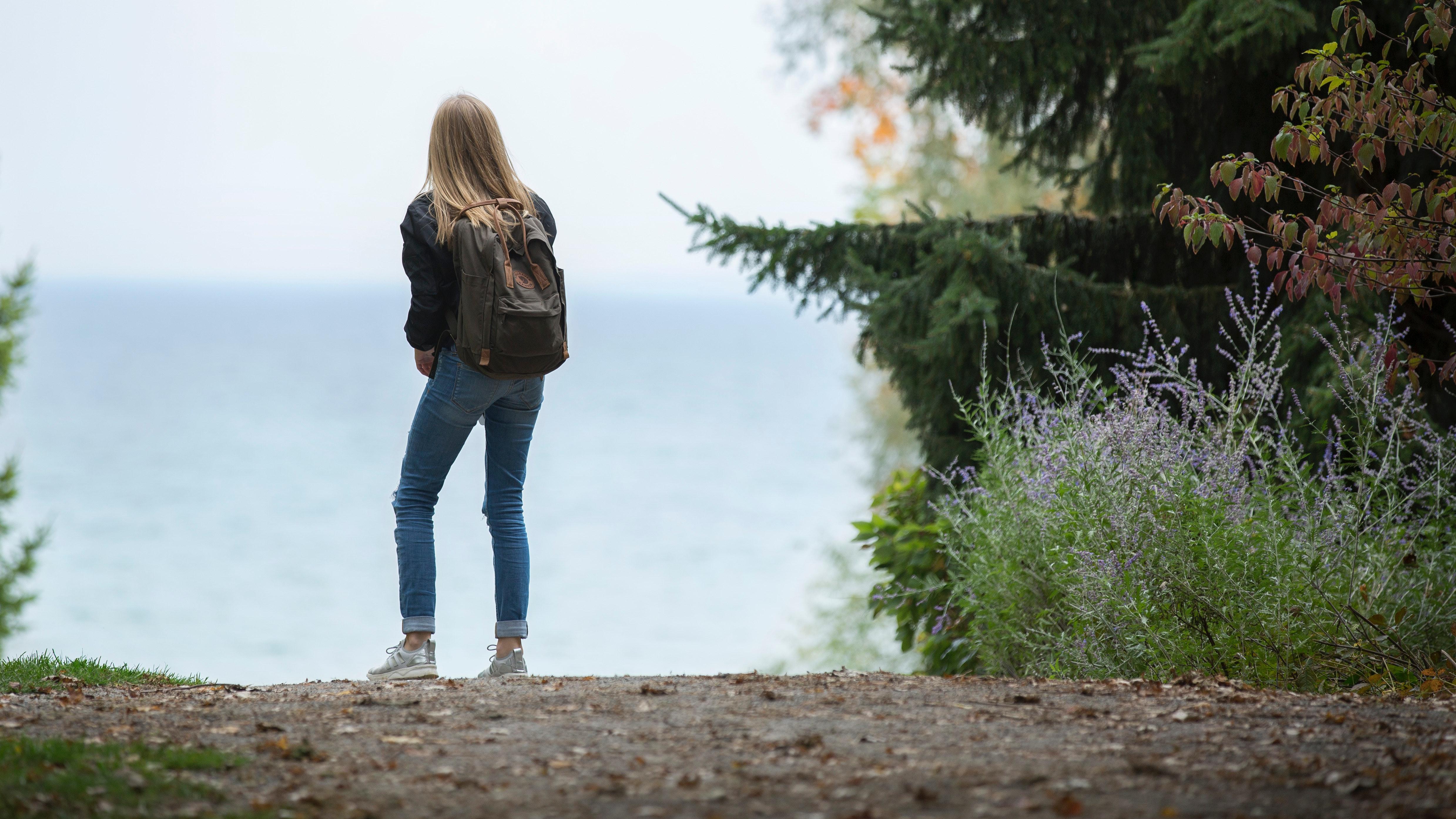 adventure-backpack-beach-214575